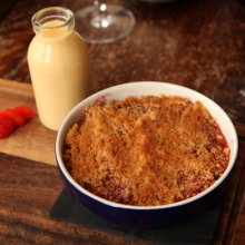 Apple and forest fruit crumble